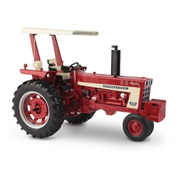 1:16 IH 666 Tractor with Fender Radio